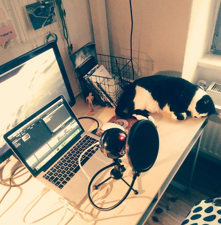 The setup for recording the videos + the sleepy Mira aside.